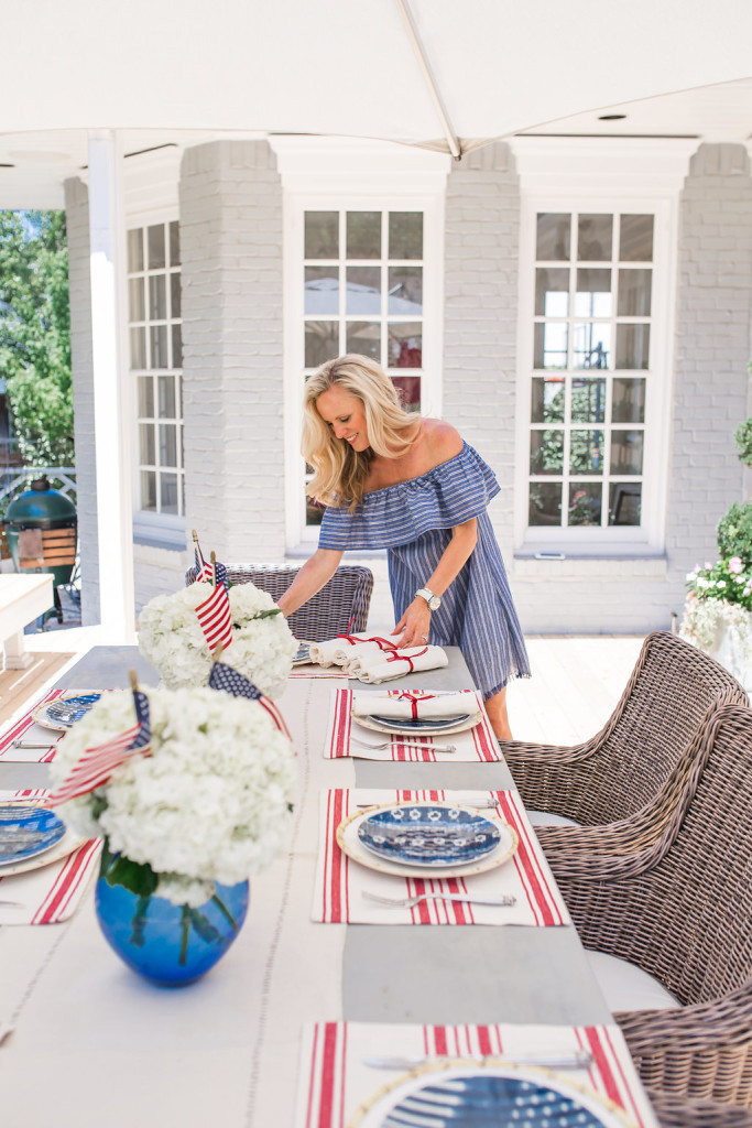 Fourth of July, 4th of July, Fourth of July Tablesetting, 4th of July Tablescape, July 4th Tablescape, Fourth of July Tablesetting, Dallas Blogger, Food Blogger, Dallas Fashion Blogger, Dallas Lifestyle Blogger, Bamboo Plate, red white and blue table