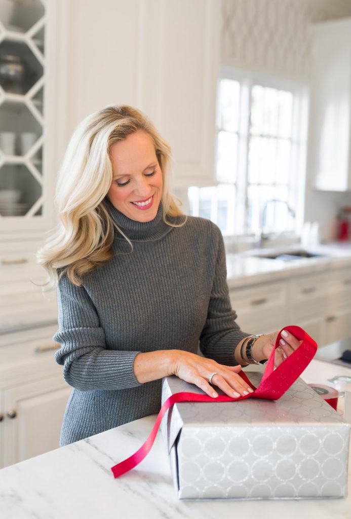 Alicia Wood, Dallas Lifestyle Blogger, Dallas Fashion Blogger, How to Tie a Tiffany Bow, Perfect Gift Wrapping, Gift Wrapping 101, Gift Wrapping for Dummies