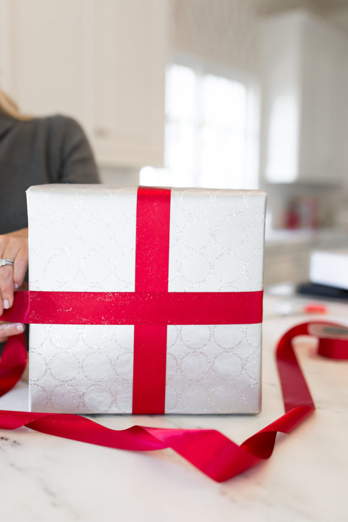 Best Gift Wrap, Perfect Gift Wrapping, Tiffany Bow 101, Tying a Tiffany Bow