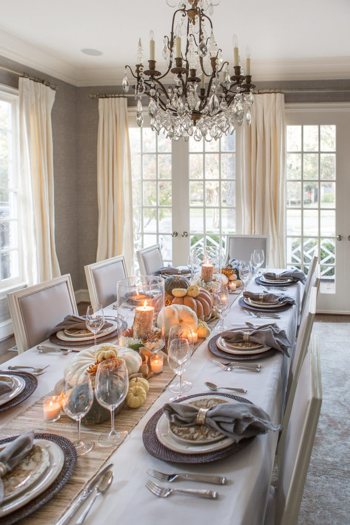 Pottery Barn Thanksgiving Table, Thanksgiving Table Design, White Dining Room, Friendsgiving Table