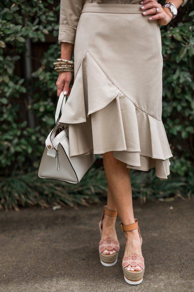 Alicia Wood, Dallas Lifestyle Blogger, Dallas Fashion Blogger, Banana Republic Spring New Arrivals, Ruffled Khaki Skirt, White Longchamp Le Pliage Heritage Handbag, See by Chloe Wedges