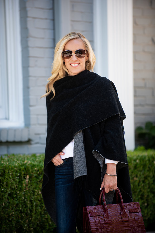 Alicia Wood, Dallas Lifestyle Expert, Dallas Lifestyle blogger, Dallas Fashion Blogger, Travel Wardrobe, Banana Republic Reversible Poncho,