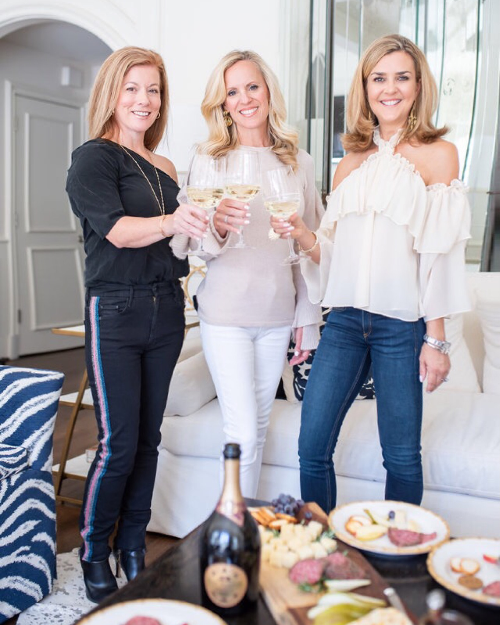 Alicia Wood, Dallas Lifestyle Blogger, Dallas Fashion Blogger, Santa Margherita Prosecco Superiore, Tips for Hosting Friendsgiving, Simple Friendsgiving