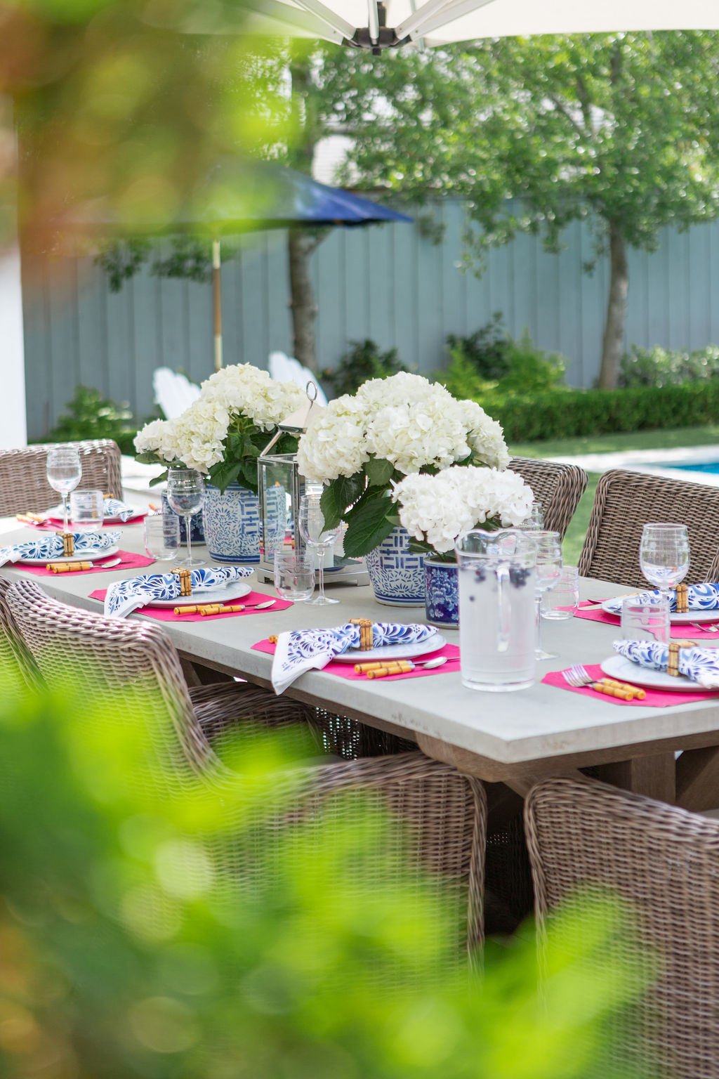 Blue and White Summer Tablesetting, Outdoor Entertaining, Summer Tablescape