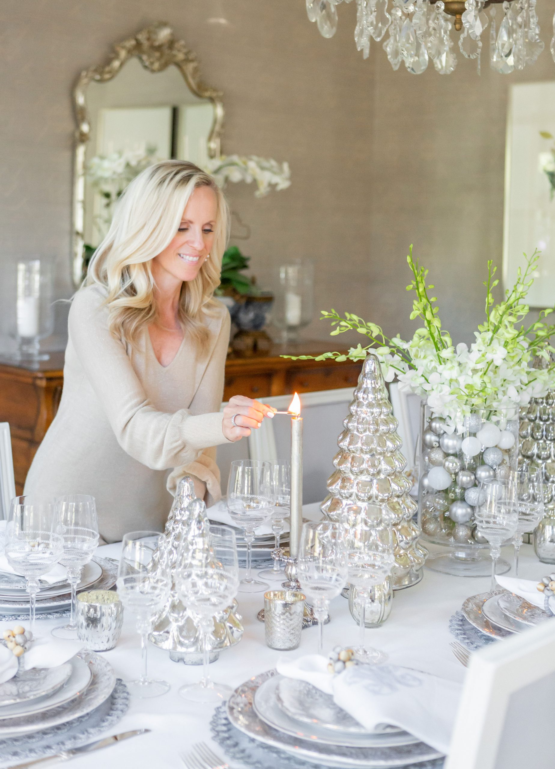 Alicia Wood, Dallas Lifestyle Expert, Dallas Fashion blogger, Dallas Lifestyle Blog, Elegant Christmas Tablescape
