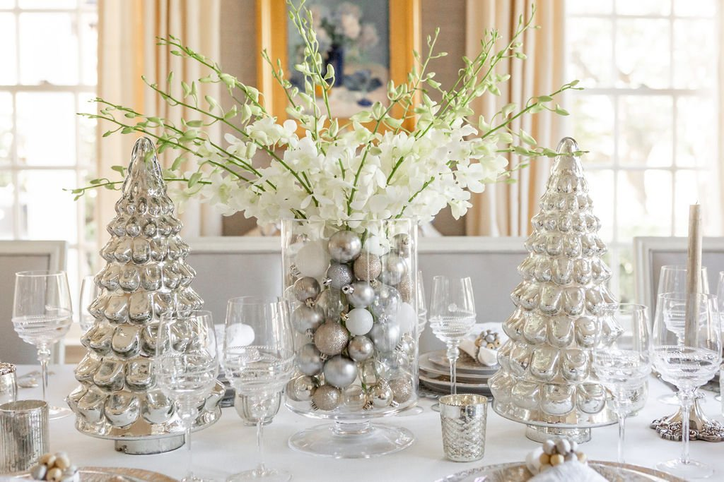 Alicia Wood, Dallas Lifestyle Expert, Dallas Fashion blogger, Dallas Lifestyle Blog, Silver and White Christmas Centerpiece